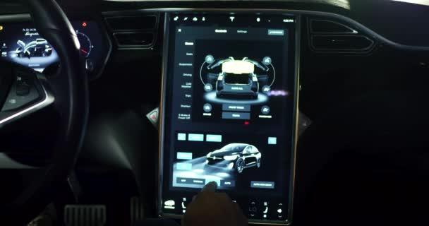 Geavanceerde interieur van tesla auto model x u2014 stockvideo