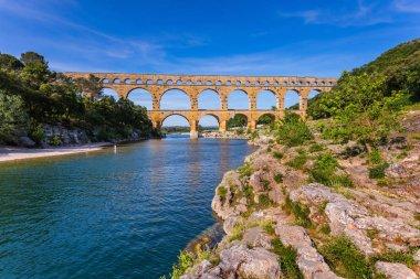 Three-tiered aqueduct and natural park