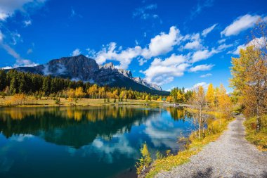 lake surrounded by mountains and autumn aspens