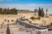 Fotografie Western Wall of the Temple is preparing for evening prayer.  Autumn holiday Sukkot