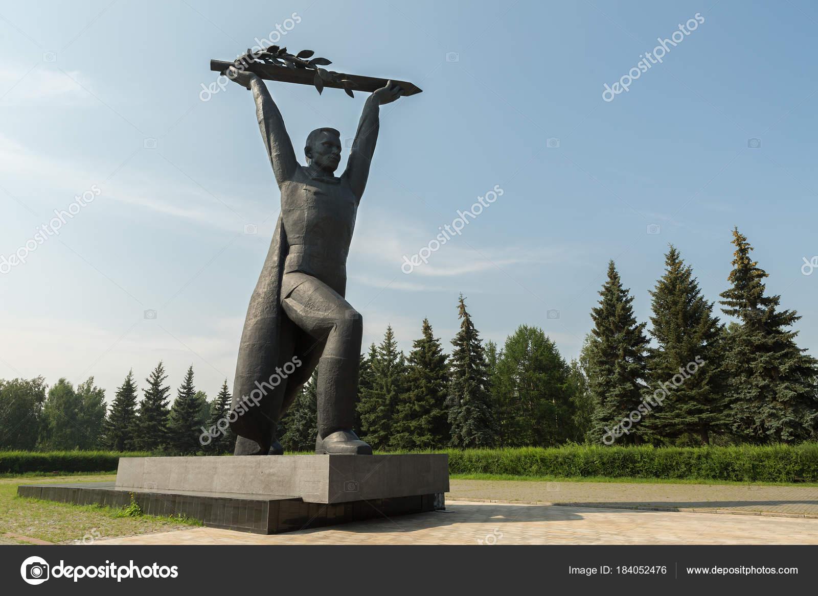 Заказать памятник в москве к 30 летию цены на памятники новокузнецк жд для матери