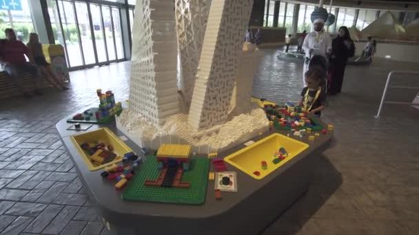 Tavoli Da Gioco Per Bambini : Tavolo da gioco per bambini in mostra da pezzi di lego in miniland
