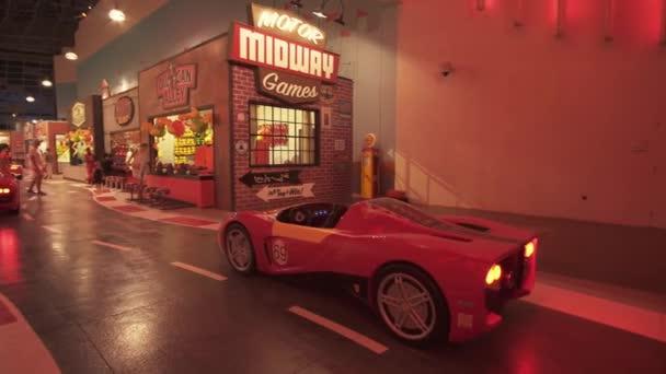 Přitažlivost Fiorano Gt Challenge v zábavním parku Ferrari World Abu Dhabi stopáže videa