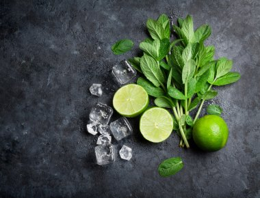 Mint with limes and ice