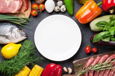 Empty plate and vegetables