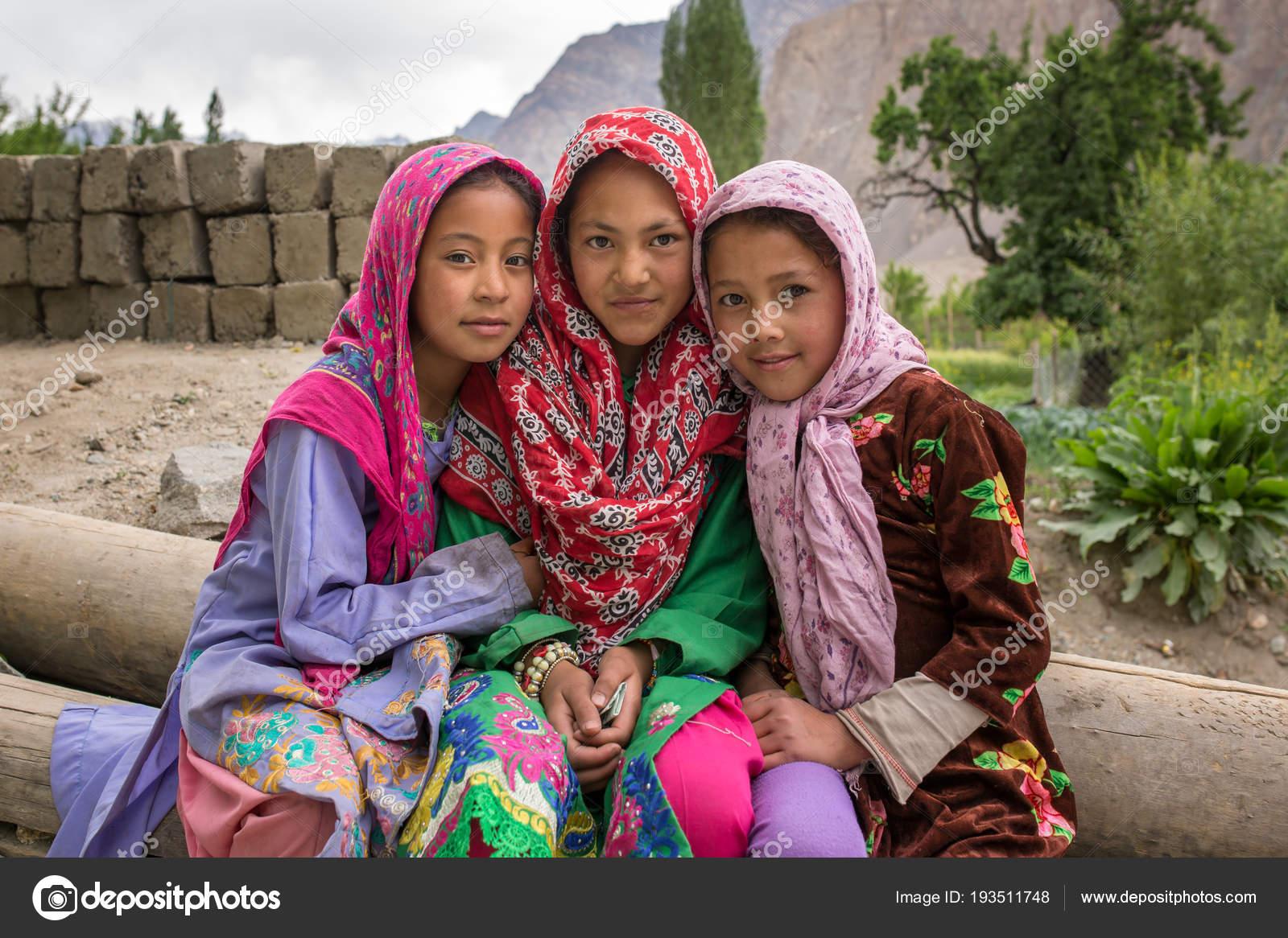 Αποτέλεσμα εικόνας για φωτο κοριτσια σε μουσουλμανικα χωρια