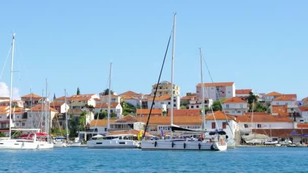 Trogir nábřeží den pohled, Chorvatsko