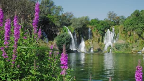 vodopád Kravica v Bosně a Hercegovině.