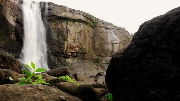 Athirappilly vodopády ve státě Kerala, Indie