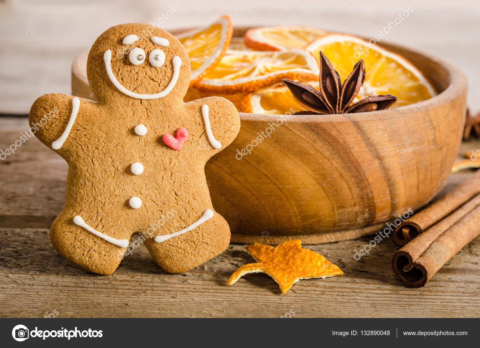 Decorazioni Natalizie Con Arance Essiccate.Decorazione Di Natale Con Arance Essiccate E Pan Di Zenzero Foto
