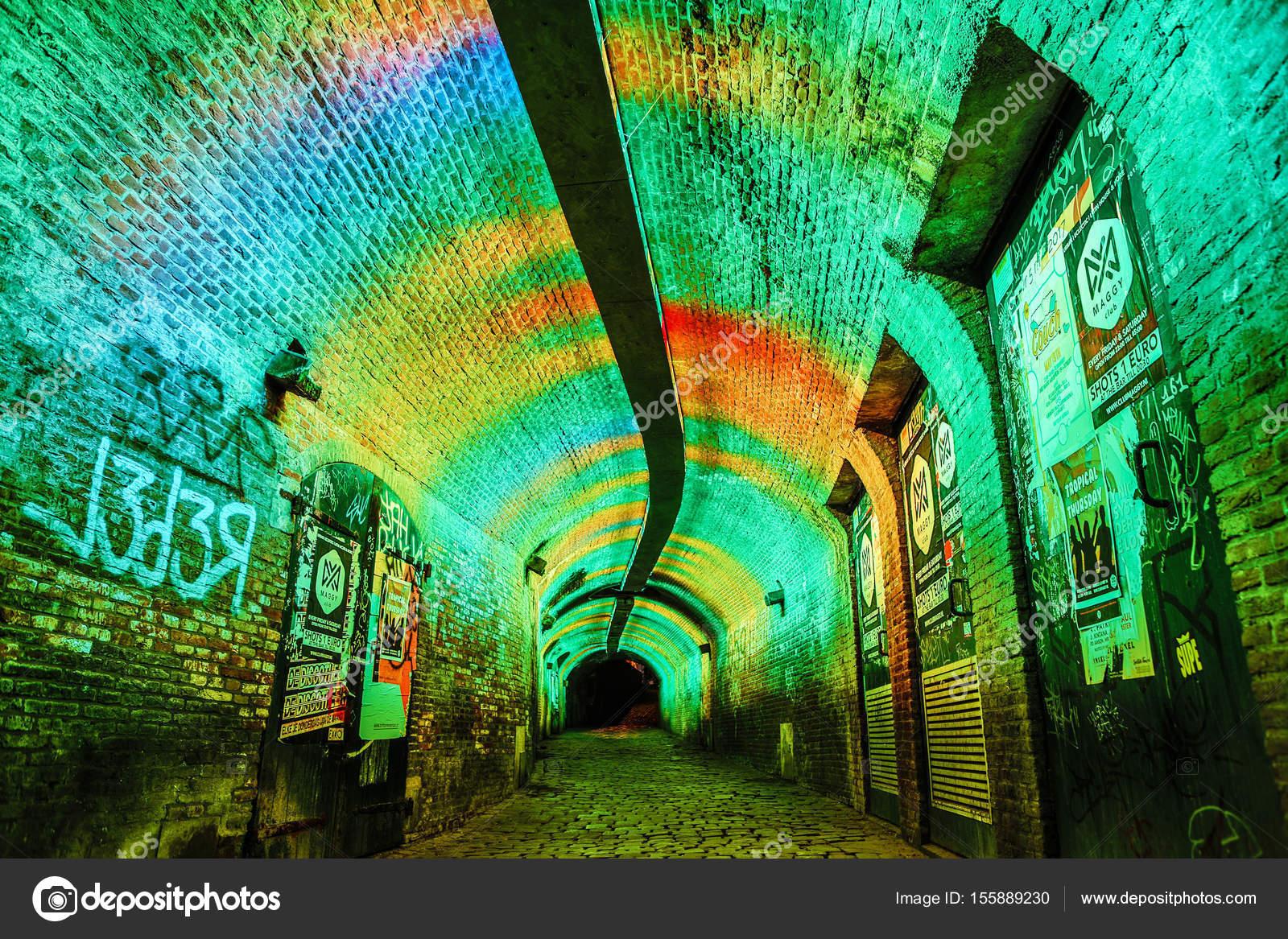 utrecht nederland 28 mei 2017 meerkleurige tunnel verlichting in utrecht stad mei 28 2017 in utrecht nederland foto van innervision