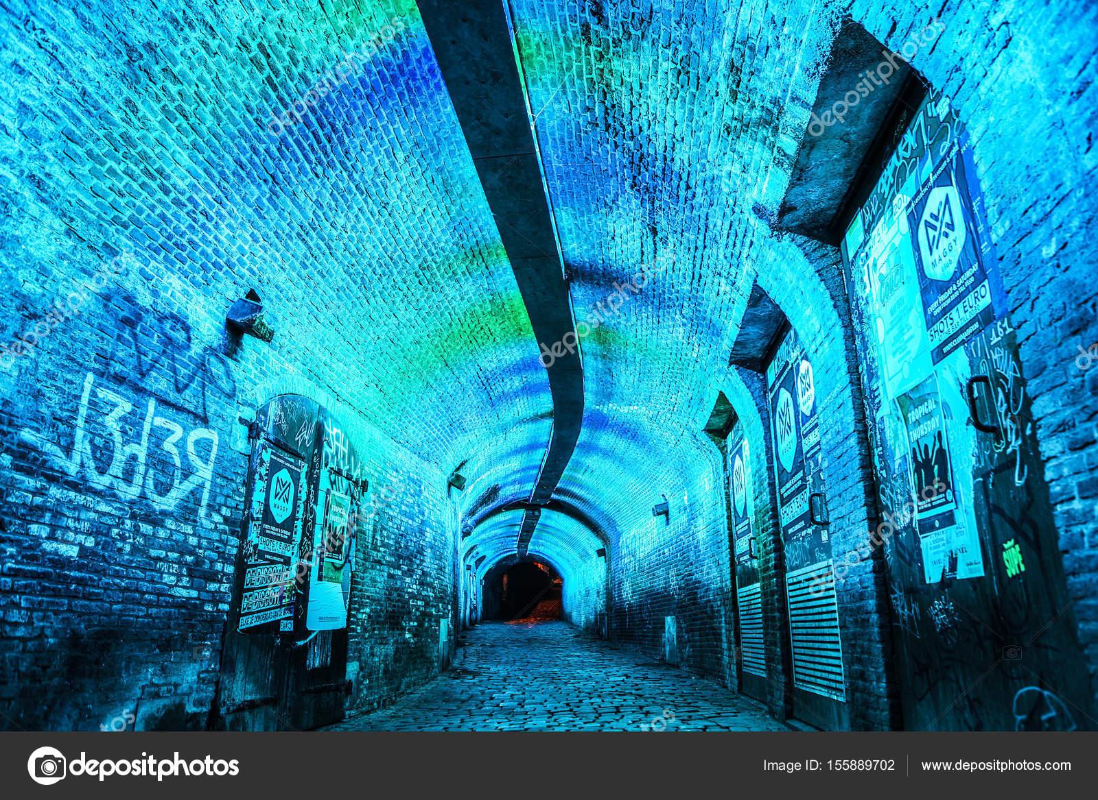 Utrecht, Nederland - 28 mei 2017: Meerkleurige tunnel verlichting in ...