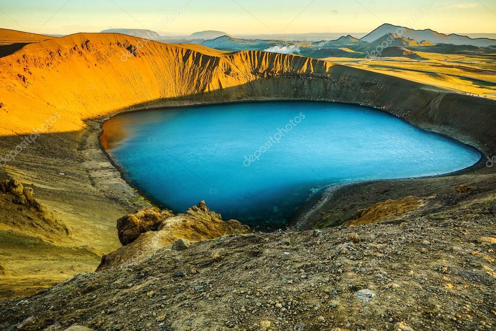 Фотообои Volcanic lakes of Iceland. Scenic landscape at sunset.