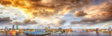 Panoramic aerial view of Jacksonville on a beautiful night