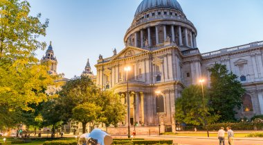 London at sunset. St Paul Cathedral Dome