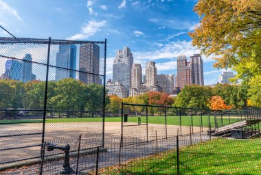 Amazing New York skyline from Central Park in foliage season