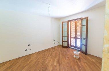 Empty room with one door