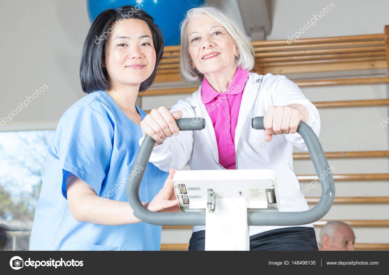 сотрудники в дом престарелых