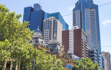MELBOURNE - OCTOBER 2015: City streets and buildings on a beauti