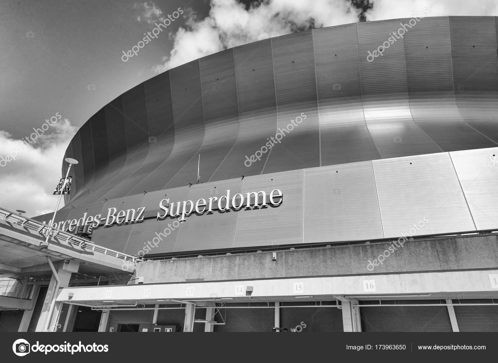 Nova Orleans, La   De Janeiro De 2016: Mercedes Benz Superdome, New Orleans  Saints De Futebol Americano De Uma Casa De Nfl U2014 Foto De Jovannig