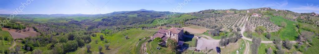 Фотообои Панорамный вид с воздуха Тосканы холмы в весенний сезон