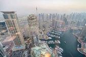 Photo Aerial view of Dubai Marina skyline and docked boats at sunset.