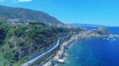 Fotografia Vista panoramica aerea di Scilla coste e spiagge in estate, Calabria - Italia