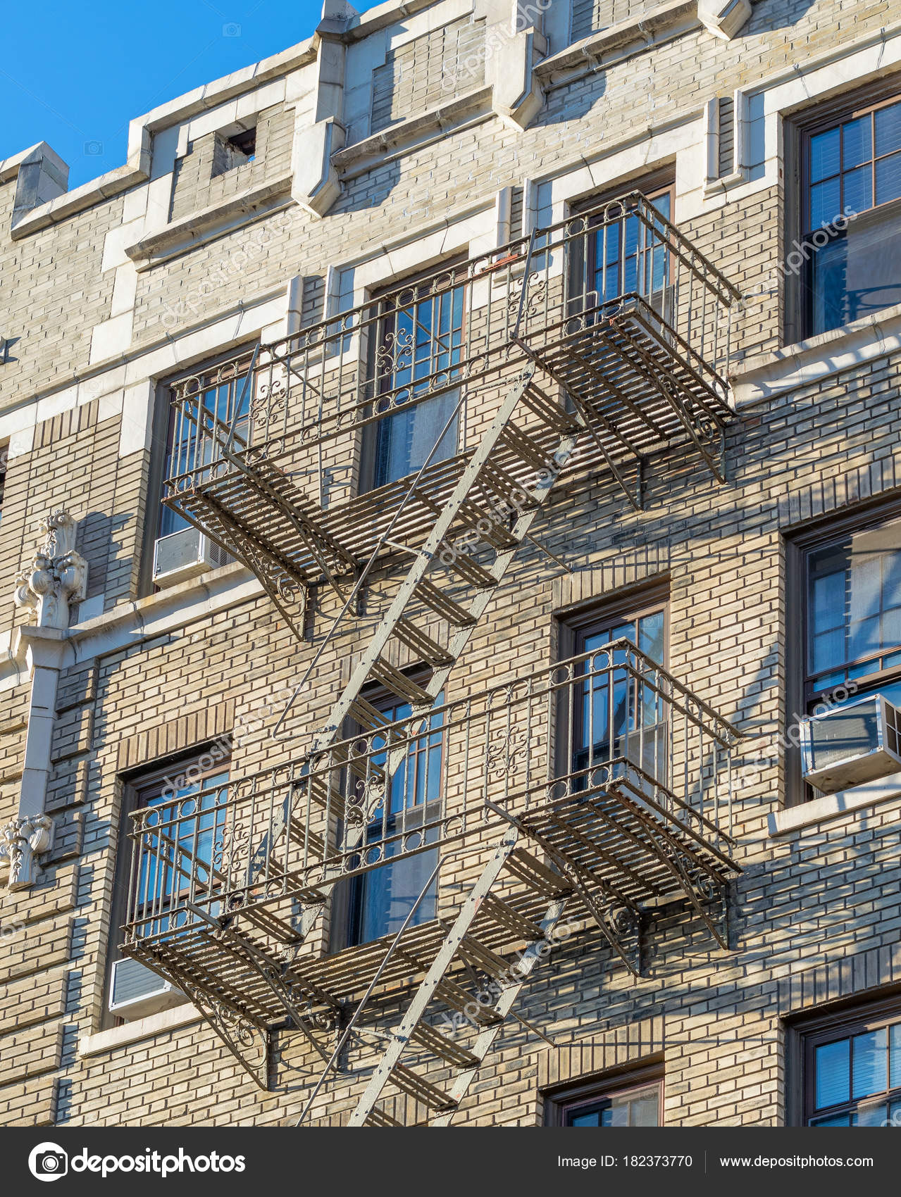 New York City Manhattam Building Facade With External Stairs U2014 Stock Photo