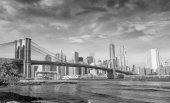Fotografie Brooklyn Bridge pohled od Brooklyn Bridge Park na podzim, nové nahození