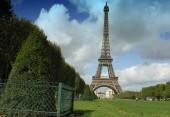 pohled na Eiffelovu věž v Paříži, Francie