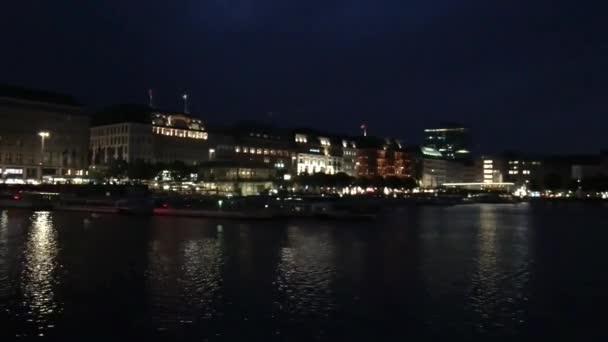 Hamburger Stadtbild Nachtansicht rund um den See, Deutschland