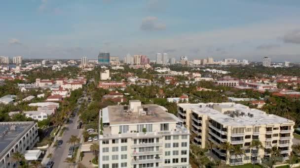 Panoramatický letecký pohled na panorama West Palm Beach a nábřeží, Florida