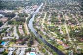 Szép légi felvétel a város homes-csatorna mentén
