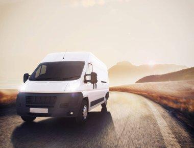 yol üzerinde beyaz kamyon