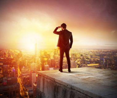 """Картина, постер, плакат, фотообои """"бизнесмен смотрит на город """", артикул 165387948"""