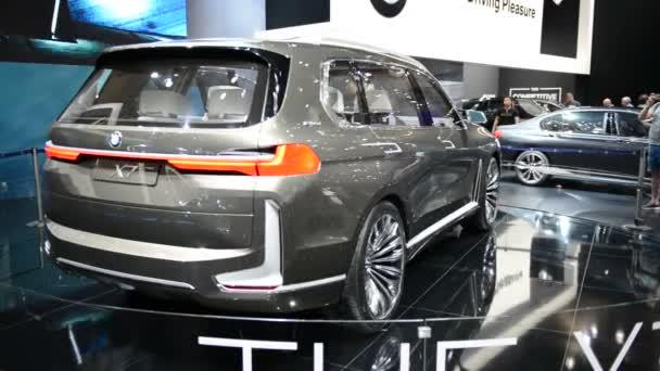 Dubaj, Spojené arabské emiráty - 17. listopadu: Bmw Concept X7 iperformance je v Dubaji Motor Show 2017 na 17 listopadu 2017