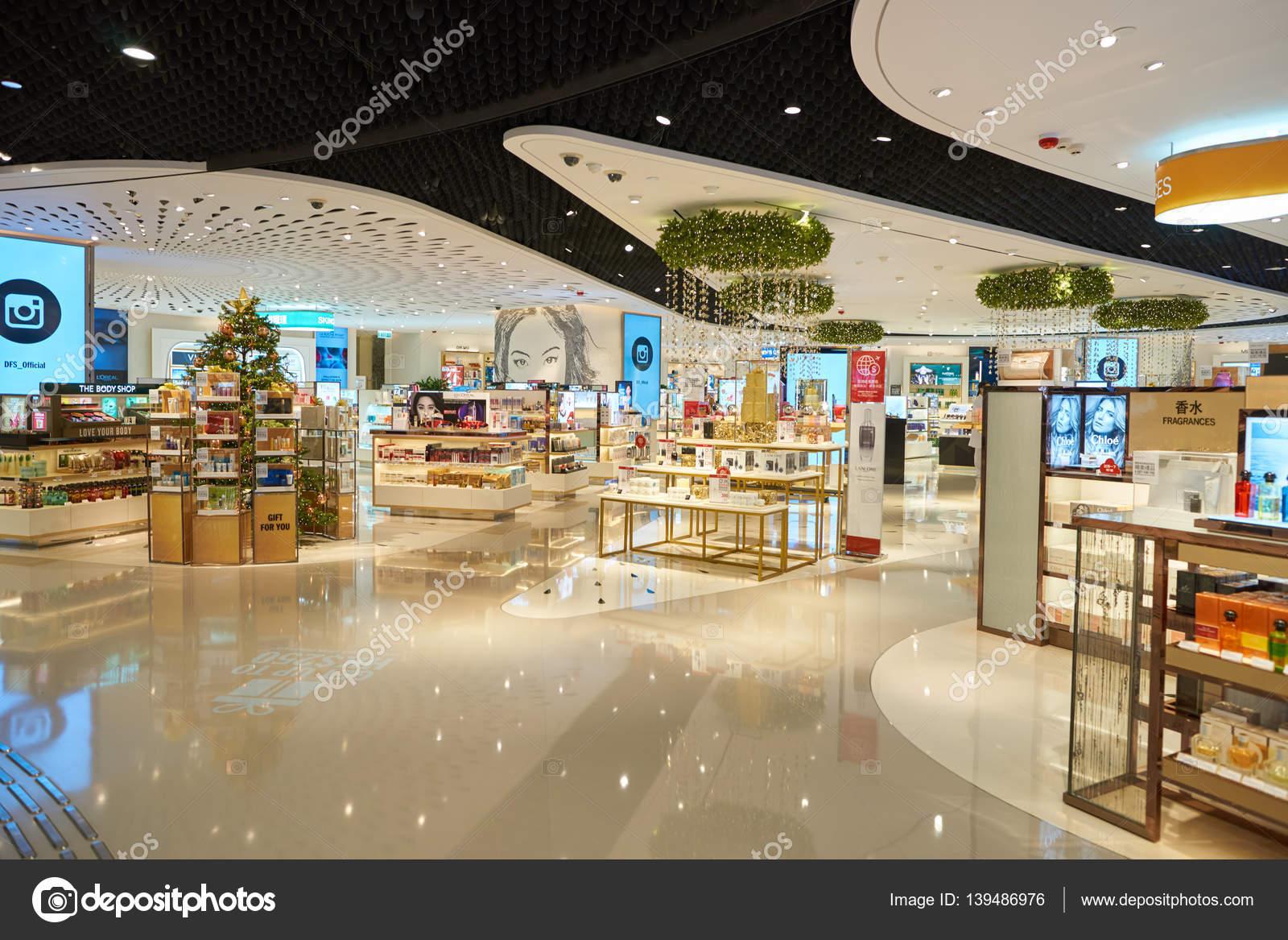 91854849c interior de loja de cosméticos — Fotografia de Stock Editorial ...