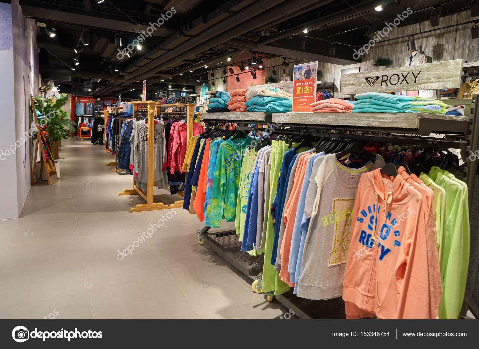 waar te kopen beste leverancier hete nieuwe producten Quiksilver store in Hong Kong – Stock Editorial Photo ...