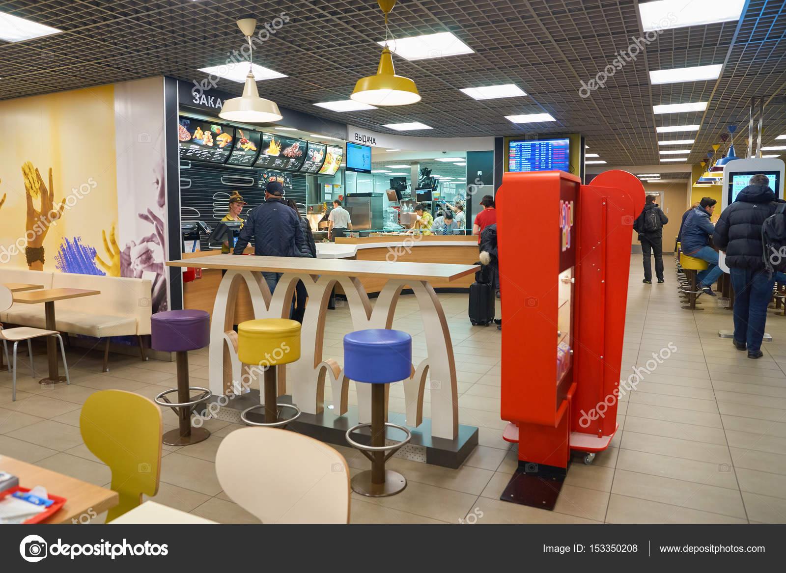 Mcdonald\'s-Restaurant — Redaktionelles Stockfoto © teamtime #153350208