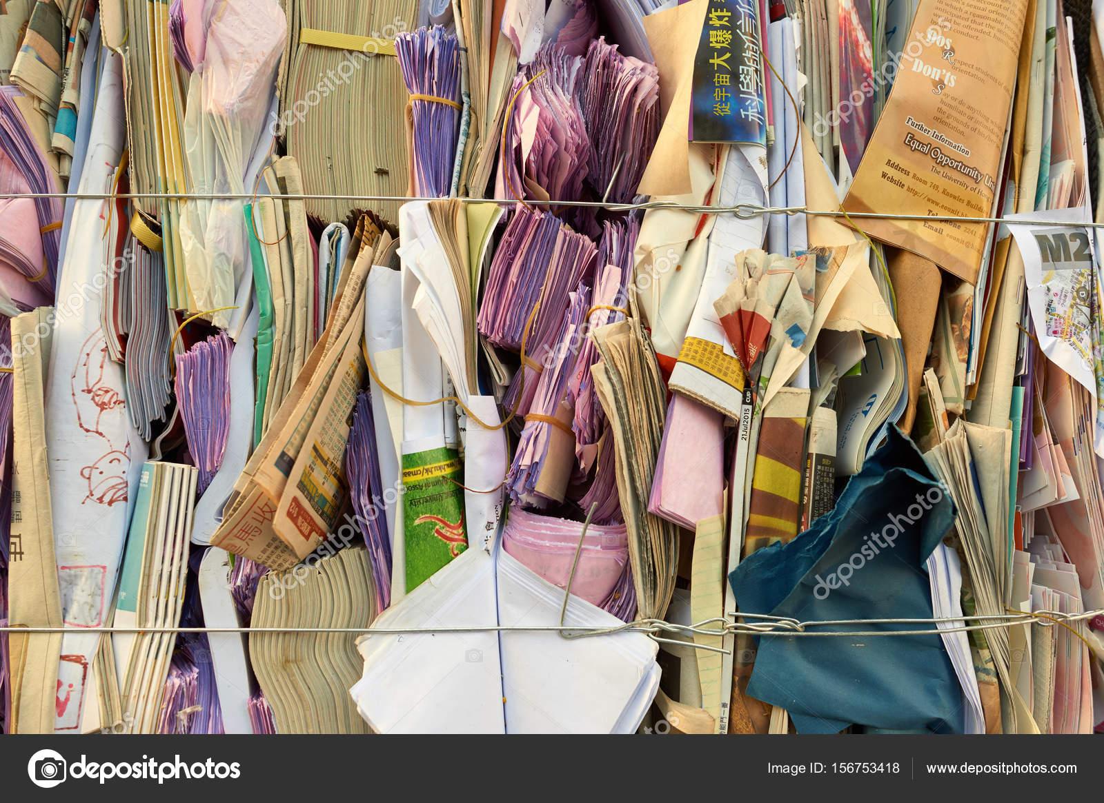 Stapel von Papier für das recycling — Redaktionelles Stockfoto ...