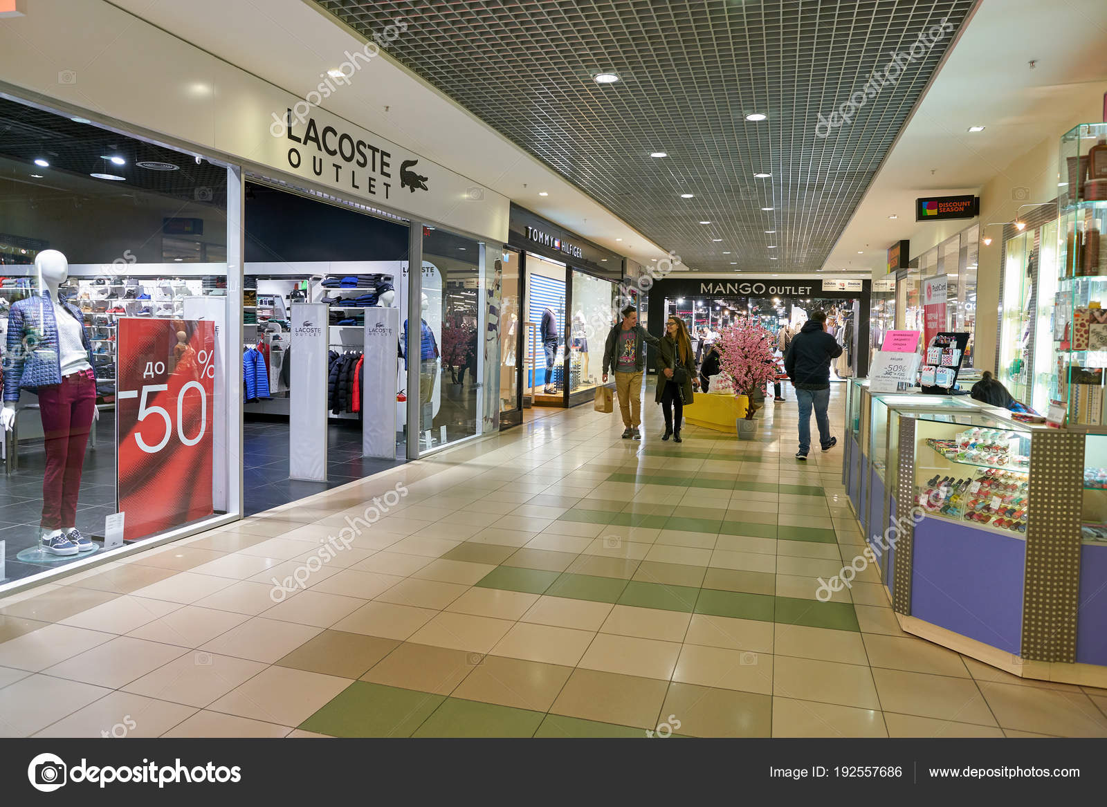 54b2a65c3 Russia Saint Petersburg Circa October 2017 Lacoste Outlet Shopping Center —  Stock Photo