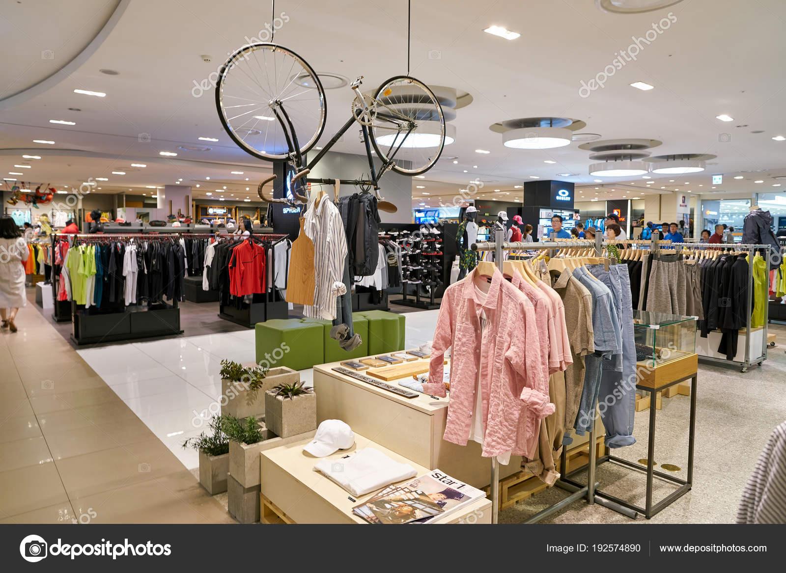 0d85466ca930 Jižní Korea Pusan Května 2017 Obchod Oblečením Lotte Department Store — Stock  fotografie