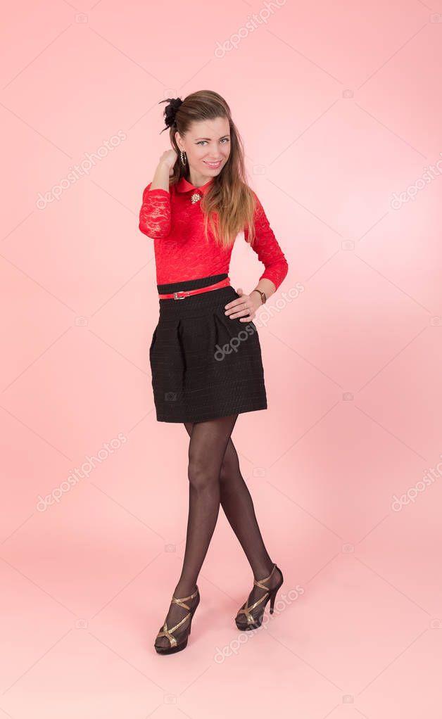 Chica Negra Roja Y Falda En Una Blusa 0qvTwCHH