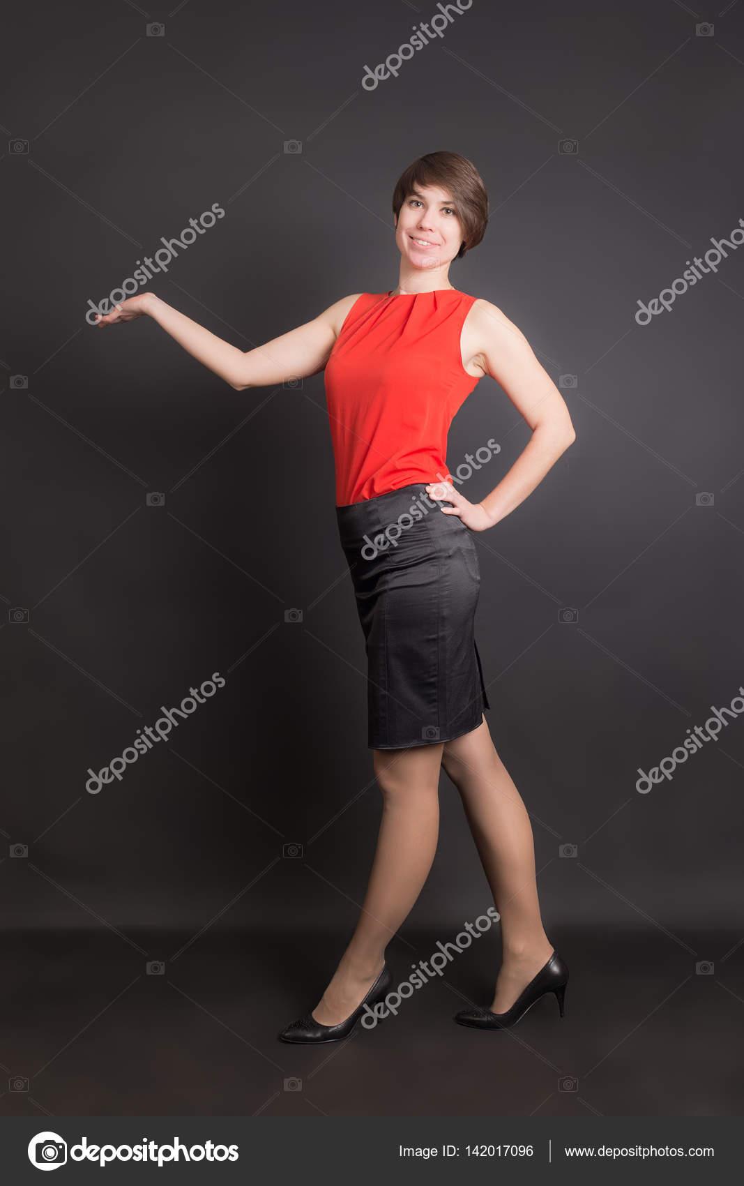 25eed452b38b ragazza con una gonna nera — Foto Stock © Argument #142017096