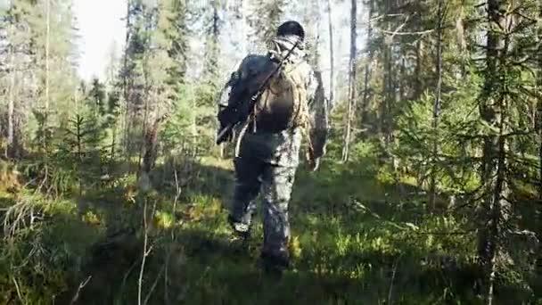 Ember vadász szabadtéri erdei vadászat egyedül