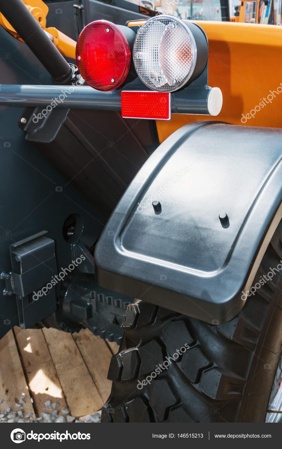https://st3.depositphotos.com/1001414/14651/i/1600/depositphotos_146515213-stockafbeelding-parkeren-verlichting-voor-een-bouw.jpg