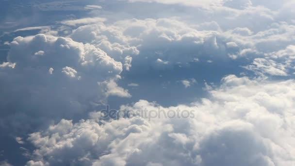 Pod křídlo 3. Zobrazit na oblaka shora