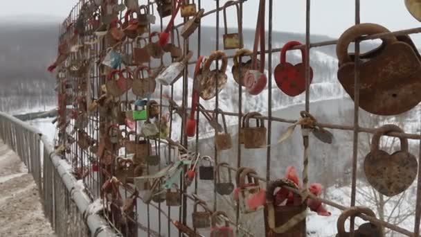 Ruská Svatba vlastní pověsit Visací zámky na mostě
