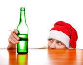 Fotografie Junger Mann mit einem Bier