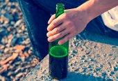 Fotografie Person mit einer Flasche